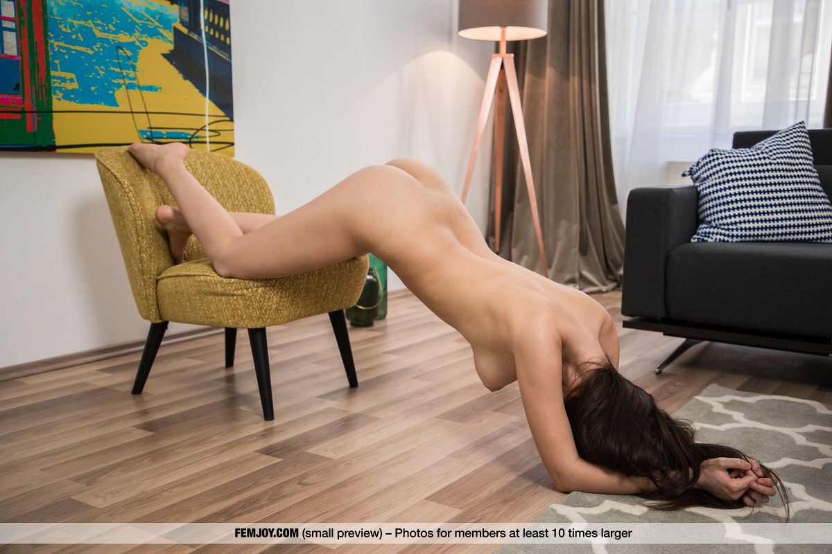 Hot Babe Alisa – De Muze